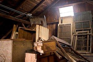 attic-cleaning-tips_06a088380590ad119d231c6391fc5955_3x2_jpg_300x200_q85