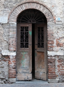 old-doorway-380643_640-223x300