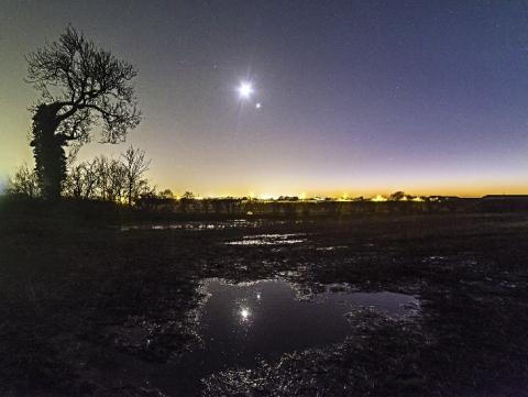John-Bell-moon-venus-mars-reflection_1483575259_lg.jpg